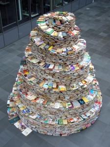 Jakob Gautel, La Tour (Tour de Babel) (c) Jakob Gautel / DR (1500 livres disposés en spirale sur 4m de haut pour symboliser la tour de Babel, C'est une des oeuvres que certains d'entre nous ont pu voir à l'expo Babel ce samedi après-midi au Palais des Beaux Arts de Lille.